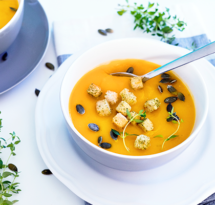A healthy Thanksgiving Day recipe of butternut squash soup.